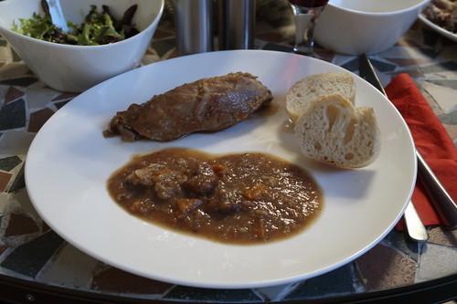 Kaninchen mit Maronensoße und Baguette (mein 2. Teller)
