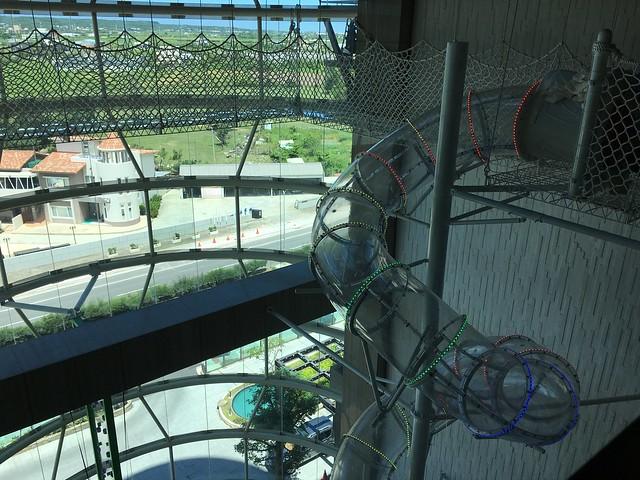 透明的五層樓高的溜滑梯@屏東恆春墾丁怡灣渡假酒店