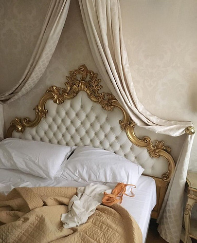 parisian-bed-tumblr-inspiration-fashion-moodboard-cozy-weekend
