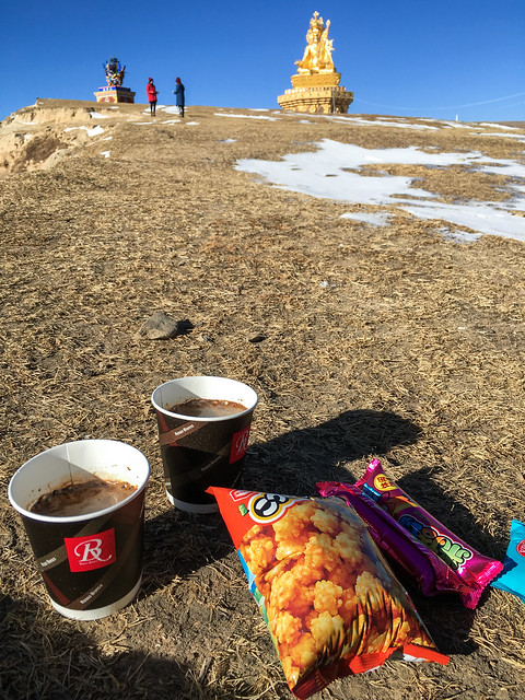 Picnic on the hill, Yarchen Gar アチェンガルゴンパ 丘の上でピクニック