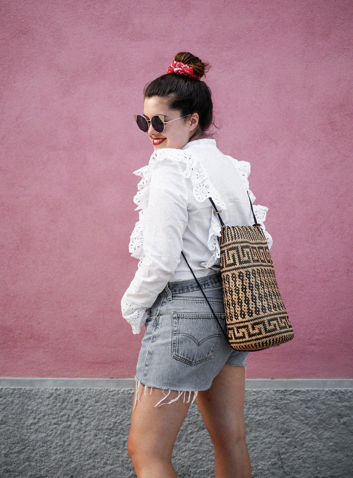 pañuelo-cabe-zacamisa-volantes-shorts-levis-outfit-myblueberrynighsblog-lisboa6