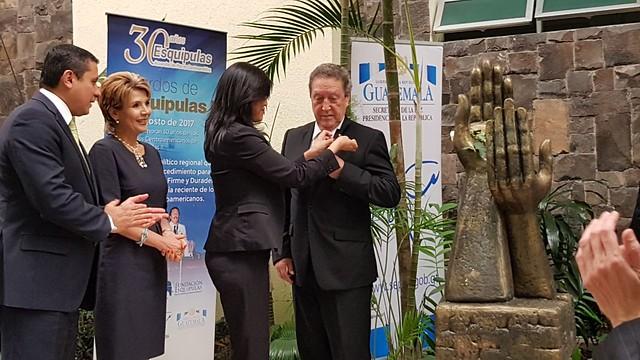Secretario General del SICA Vinicio Cerezo es nombrado Embajador de la Paz Internacional por la Cancillería de Guatemala