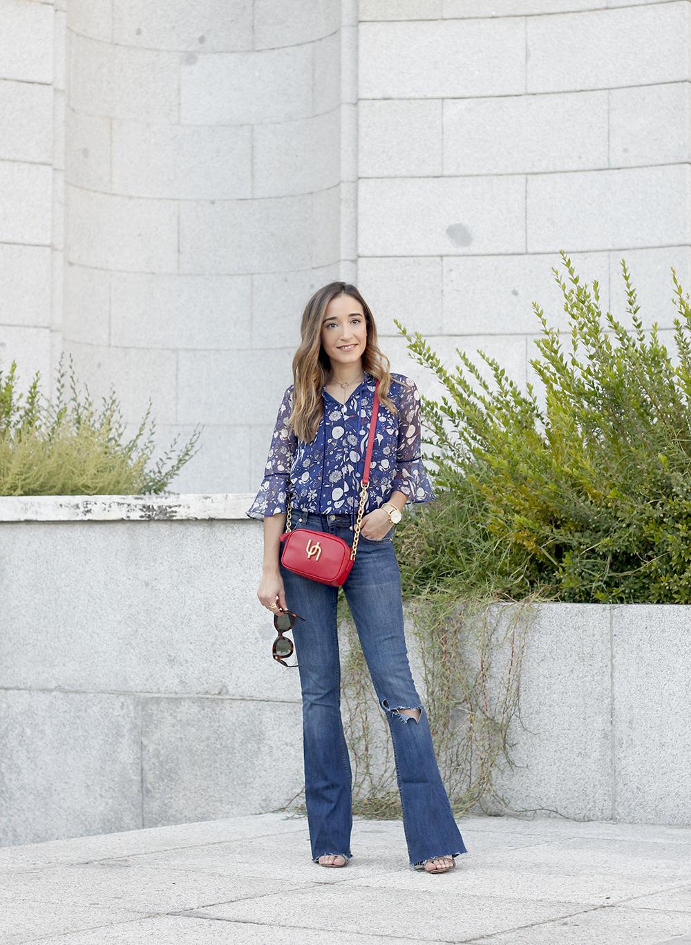flared jeans liu jo blue blouse uterqüe boho outfit fashion style09