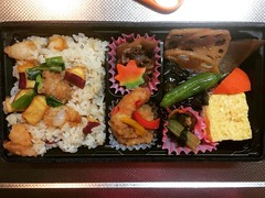 "Japanese have a saying during this time of year...""shokuyoku no aki""(literally autumn appetite)❤︎ #autumn #bento #matsuoka #osaka #japan #食欲の秋 #弁当 #まつおか #大阪"