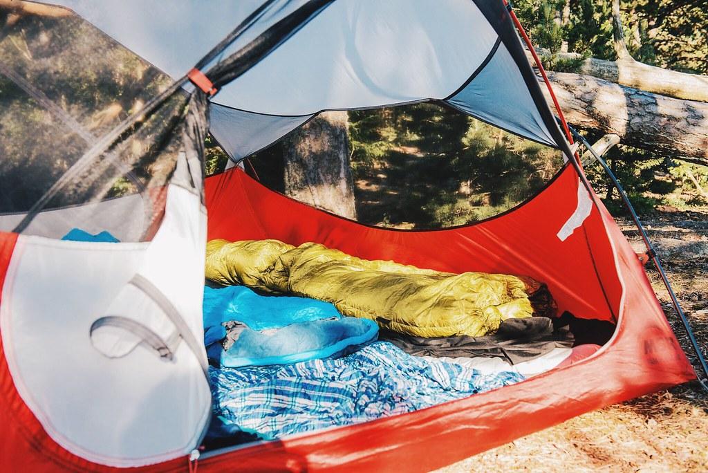 Matkalakanat | Teltta luonnossa.