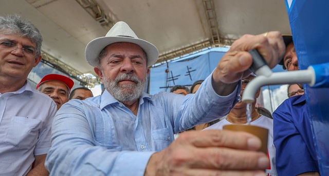 Lula: Gastamos R$ 9 bi para levar água; Temer usou R$ 15 bi para comprar deputados