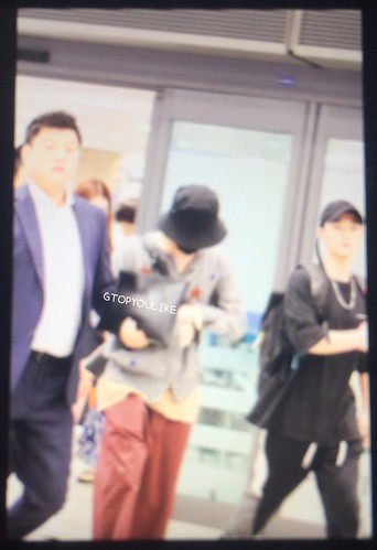 G-Dragon arrival Seoul from Hong Kong 2017-09-09 (2)