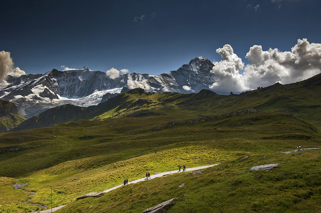 Alpine road take me home.... Trift near Bachalpsee . (Grindelwald, Canton of Bern ).Izakigur 22.08.15, 14:45:44 . No . 8979.