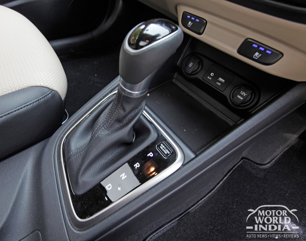 2017-Hyundai-Verna-Interiors (18)
