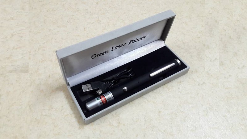 Bút laser sạc USB 5 màu giá rẻ - 10