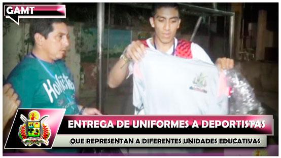 entrega-de-uniformes-a-deportistas-que-representan-a-diferentes-unidades-educativas-de-trinidad