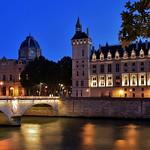 à gauche Greffe du Tribunal de Commerce de Paris à droite Conciergerie au centre  Pont au Change