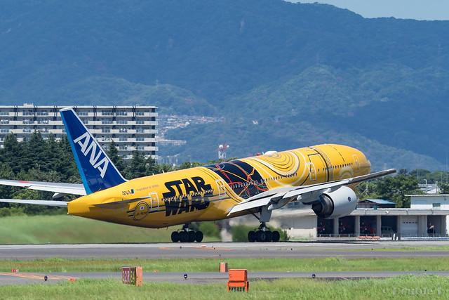 Itami Airport 2017.8.3 (44) JA743A / C-3PO ANA JET (B777-200)