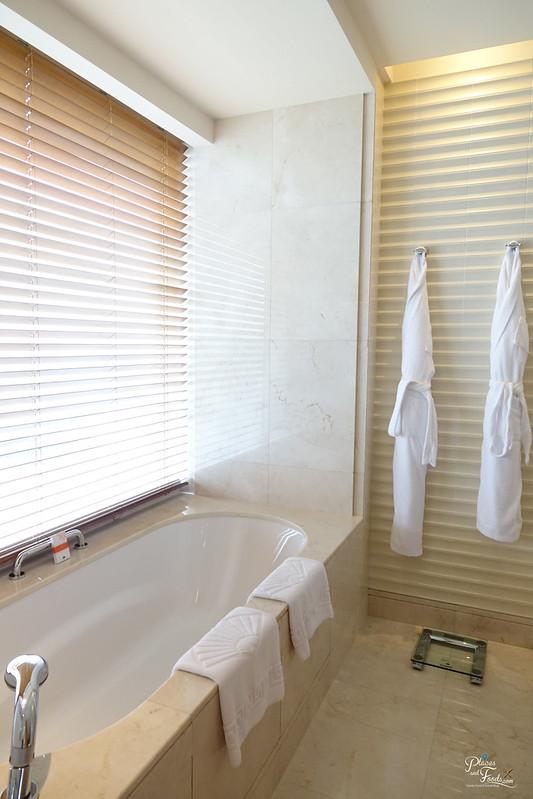 mandarin oriental macau bathroom