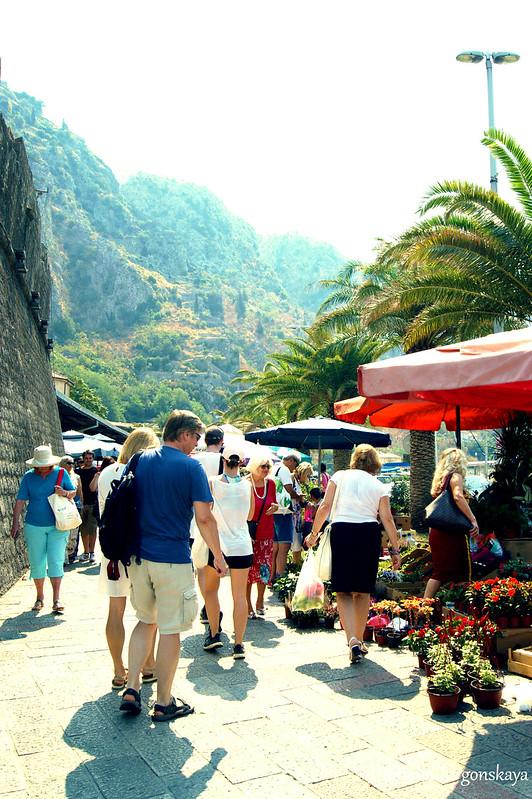 Которский рынок перед крепостными стенами