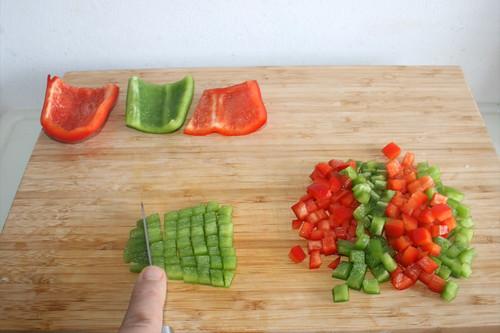 41 - Paprika würfeln / Dice bell pepper