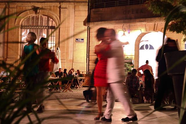 Une idée floue de la danse, Place de la Comédie...