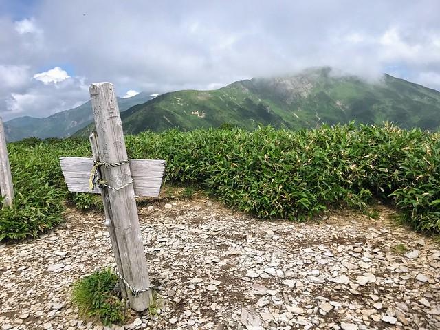 三ノ峰 山頂から別山