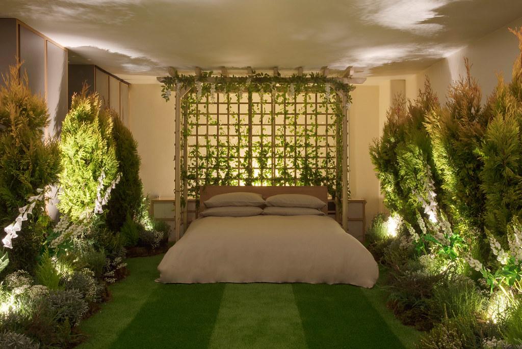 greenery-apartment-installation-airbnb-pantone-design_dezeen_2364_col_10