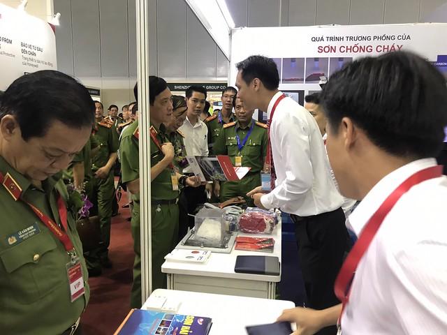 1 Thieu Tuong, Cuc Truong cuc PCCC- Doan Viet Manh Tham Gian Hang