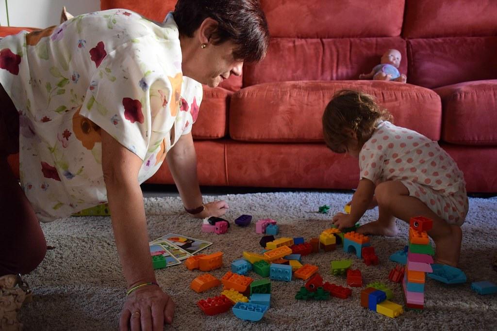 Continuó abriendo regalos en casa: los legos de la abuela Marga.