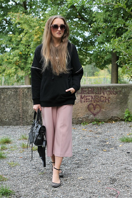 hoodie-and-culottes-whole-outfit-wiebkembg