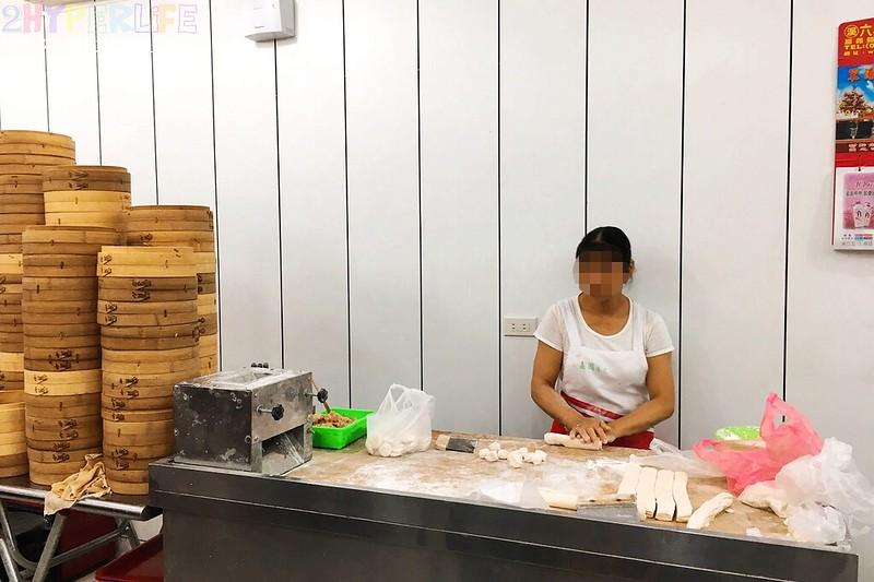 37353459752 38e3580414 c - 嘉園小上海點心總匯│湯包肉包都好吃的中華路美食,下次來日新電影院前就知道要吃什麼啦!