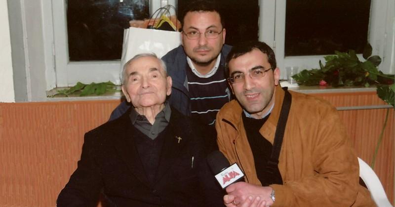 Mons. Sebastiano Quagliariello nel giorno del suo centesimo compleanno con Michele Giardullo e Pino D'Elia di Radio Alfa