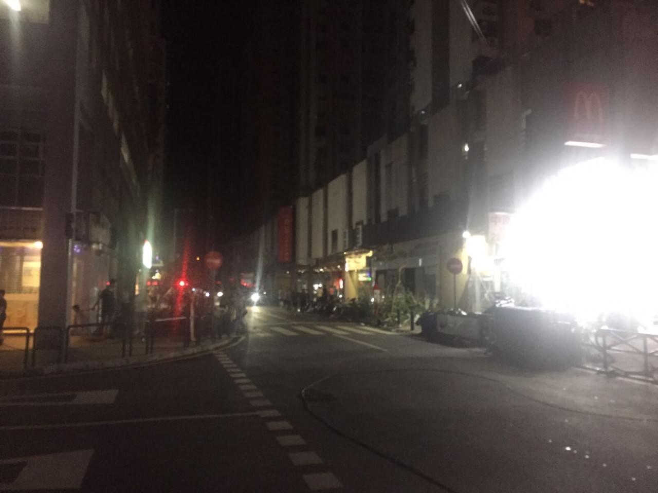 澳門受天鴿風球摧殘,全市多處停電。氹仔市區(讀者符先生提供)