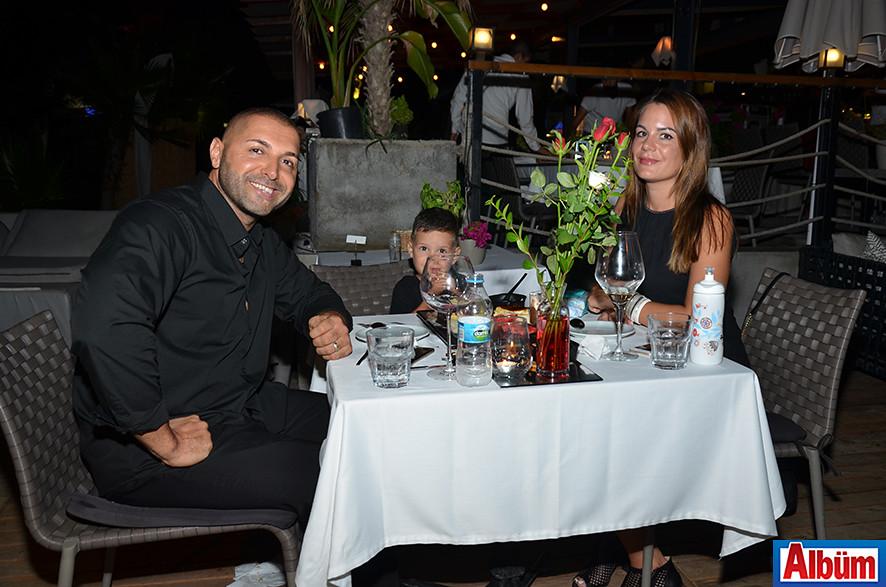 Sportland Fitness Center sahibi Mehmet Kaçer ve ailesi de En Vie'de keyifli bir akşam geçirdi.