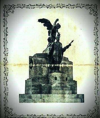 Noicattaro. Monumento piazza intero3