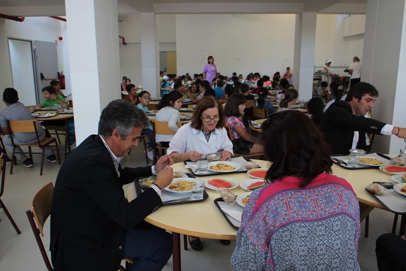 Presidente da Câmara almoça em cantina escolar para se inteirar da qualidade do serviço