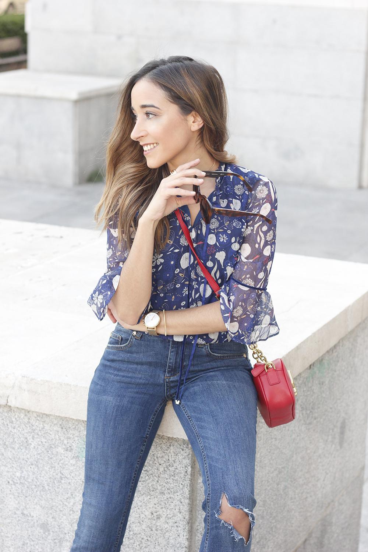 flared jeans liu jo blue blouse uterqüe boho outfit fashion style04