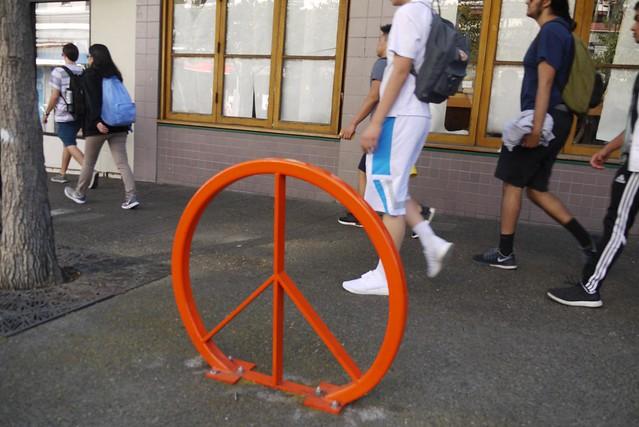peace sign bike parking, Panasonic DMC-G1, LUMIX G VARIO 14-45mm F3.5-5.6
