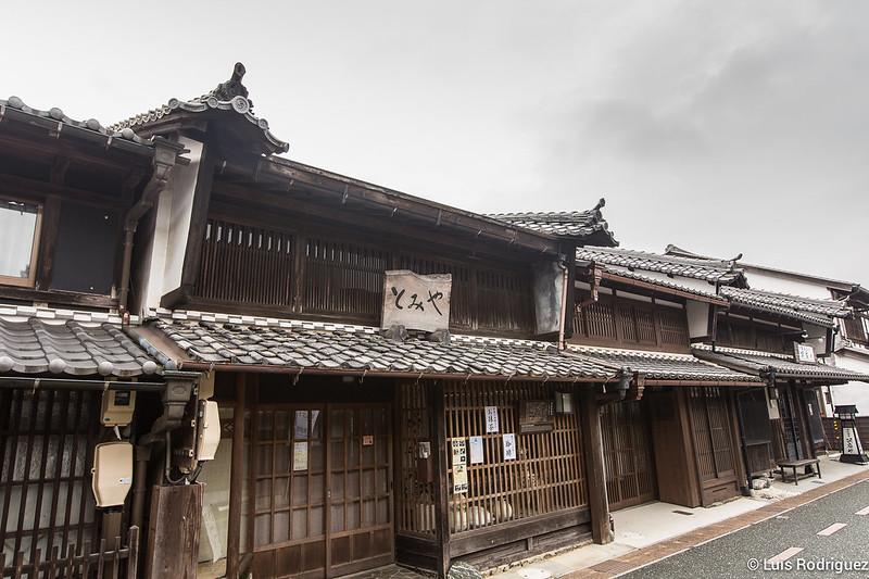 Casas tradicionales en Mino con udatsu o cortafuegos