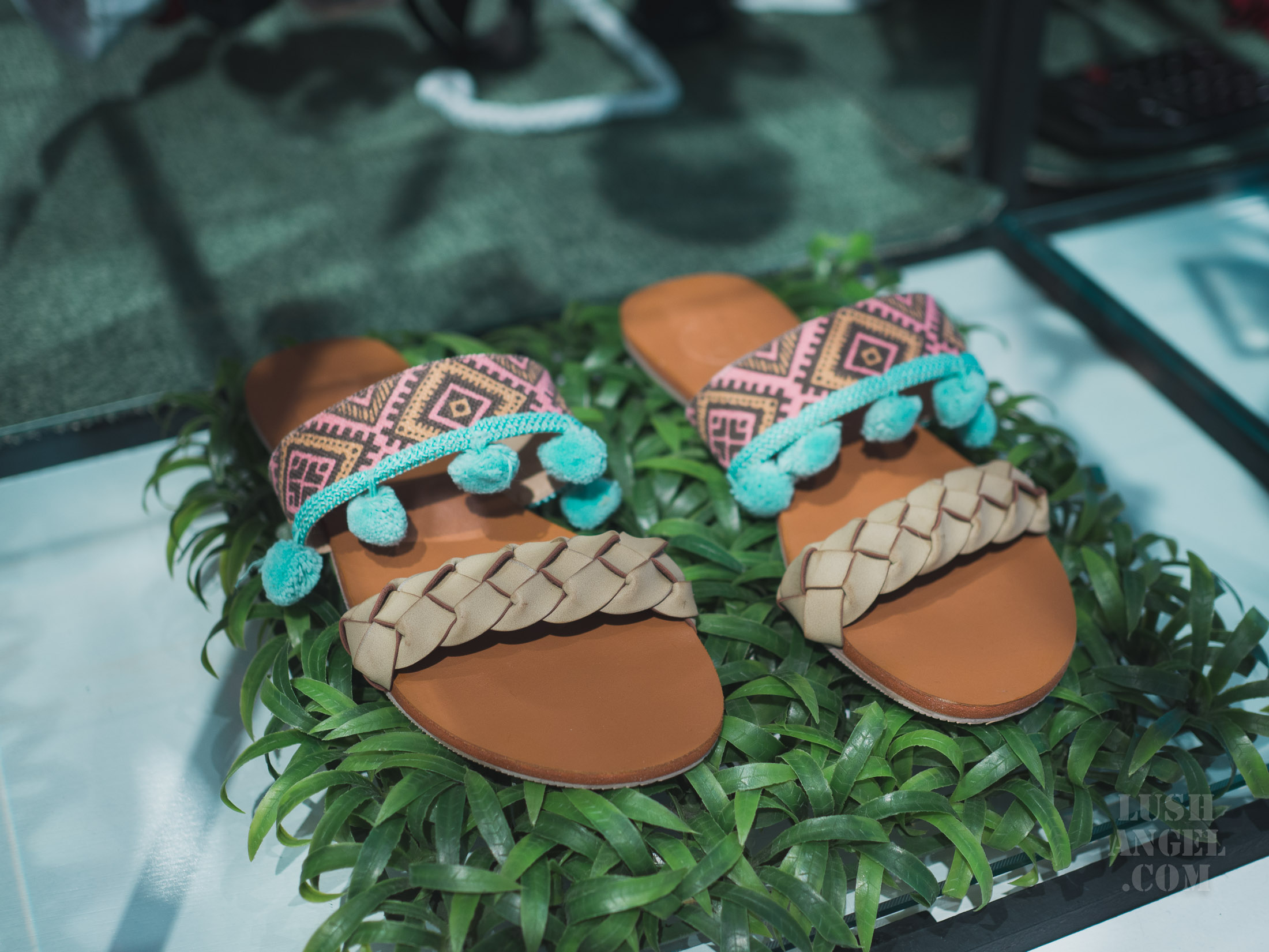 pompom-sandals