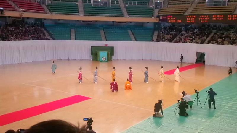 Ogasawara ryu kyujutsu en la demostración de la Nihon Kobudo Kyokai del Nippon Budokan