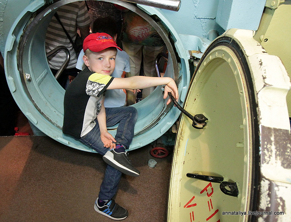Форс-мажор на теплоходе! Или зачем в городе без моря подводная лодка?