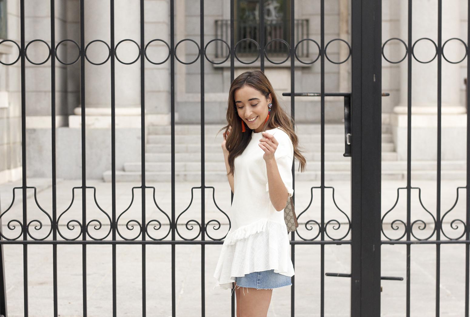 white blouse denim skirt carolina herrera sandals gucci bag summer girl outfit09