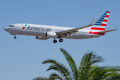 American 737-800 N800NN