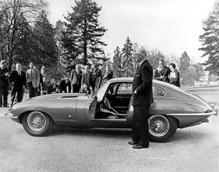 Jaguar_EType_1961_R2
