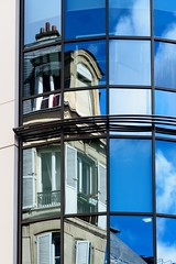 Modern Old Reflection - Photo of Levallois-Perret