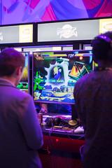 Besucher spielen Dragon Ball Fighter Z