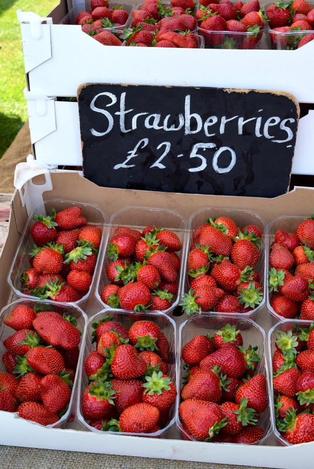 Strawberries at Love Hythe Food Festival | www.rachelphipps.com @rachelphipps