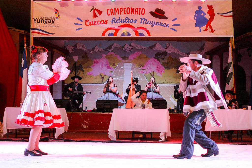 Adultos Mayores se lucen en Campeonato de Cueca
