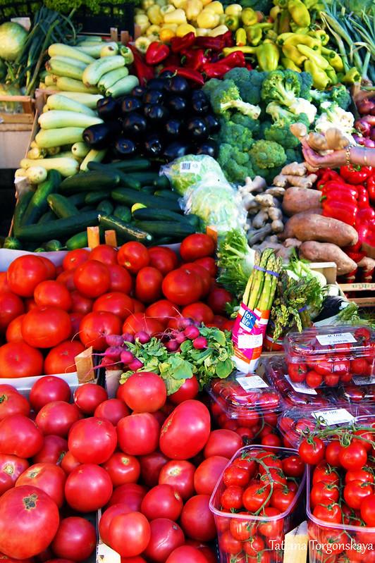 Прилавок с овощами