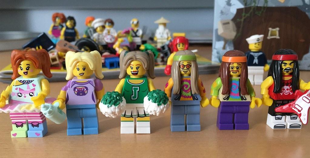 Toys r'us brictober minifigures 2017
