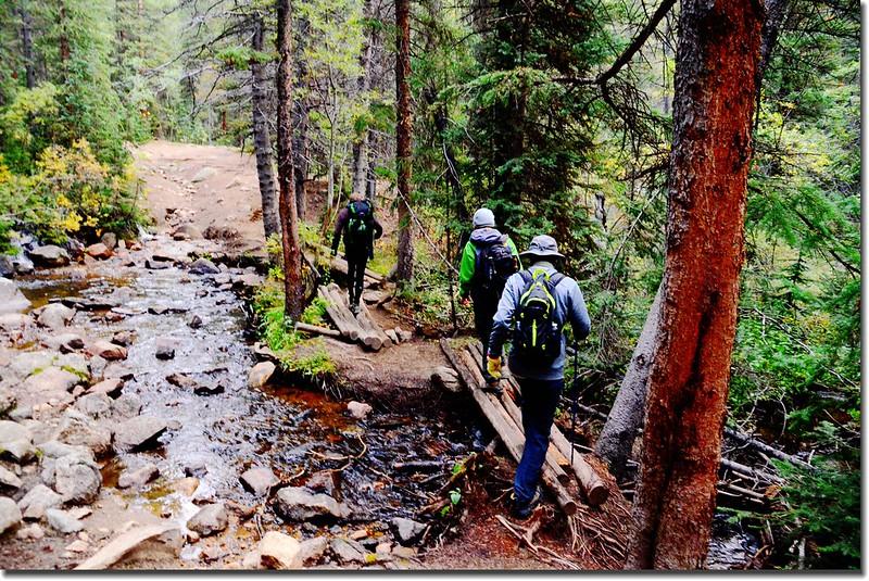 Crossing log bridge at Denny Creek 1