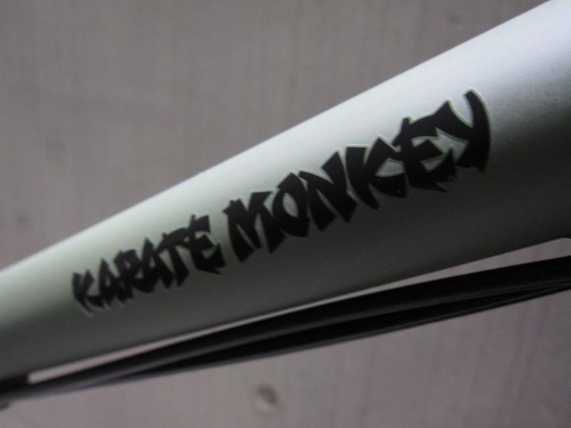 SURLY Karate Monkey 29er SLX11S Logo 2