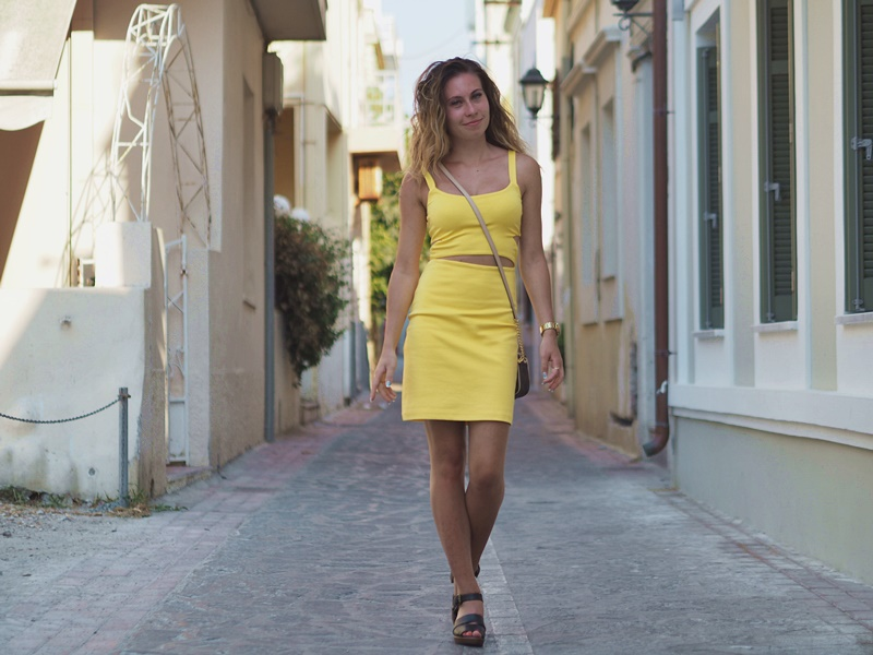 yellow-dress-zara-rodos-asukokonaisuus